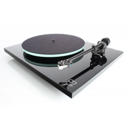Rega P2 UK built turntable in black